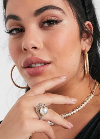 Goudkleurige ring met parel en kristallen slang