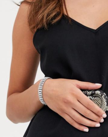 Zilverkleurige armband met kristallen