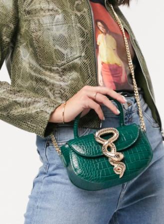 Groen handtasje in nepleer met goudkleurige sluiting