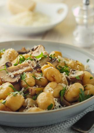 Gnocchi met champignons, basilicum en parmezaan