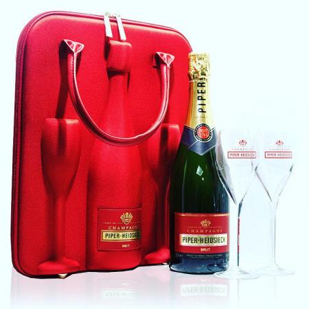 Une mallette à champagne