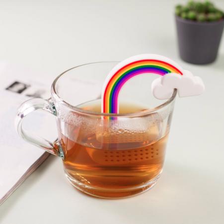 Thee-ei in de vorm van een regenboog