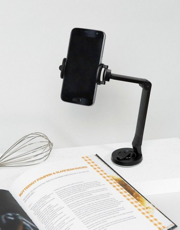 Houder voor iPhone zodat je Zon(dig)dag perfect kan volgen tijdens het kokkerellen