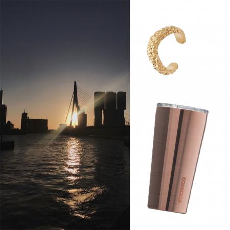 Juwelen, koffiebeker en cadeaubon van Booking.com