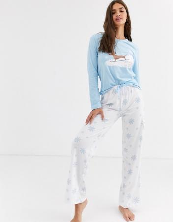 Pyjama met skiënd worsthondje