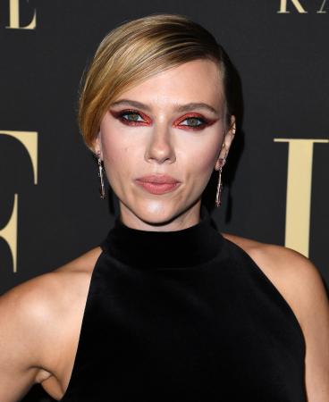 Un court et plaqué comme Scarlett Johansson