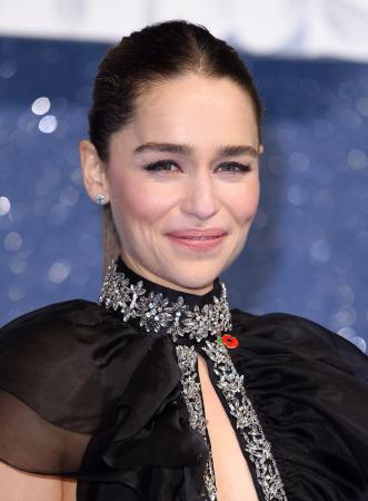 Une queue-de-cheval haute et sage comme Emilia Clarke