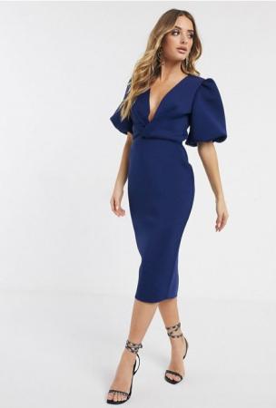 Marineblauwe mid-jurk met V-hals en korte mouwen