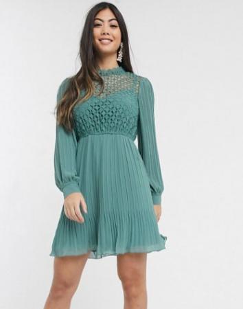 Saliegroene mini-jurk met lange mouwen