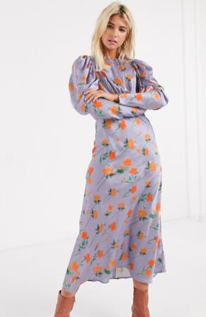 Lila maxi-jurk met oranje bloemenprint en pofmouwen