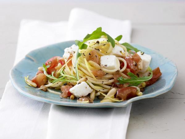 Spaghetti met tomaat, mozzarella en rucola