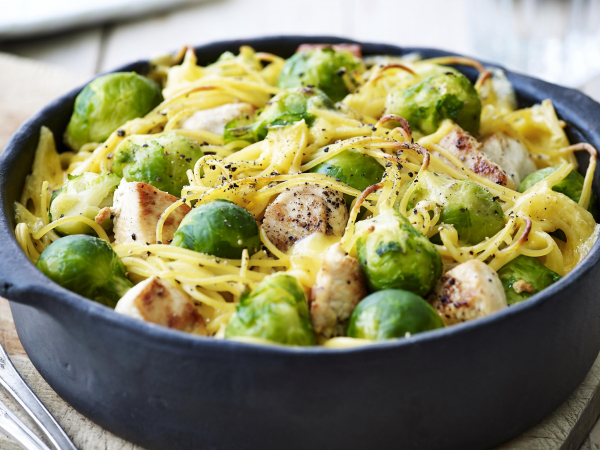 Spaghetti met kip en spruitjes