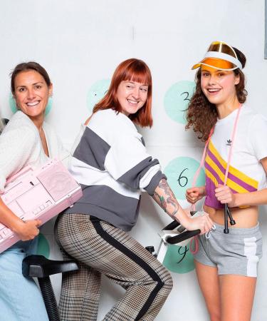 Flairs modeteam ging Jane Fonda achterna in een shoot vol retro sportmode.