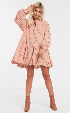 Zalmroze mini-jurk in broderie anglaise