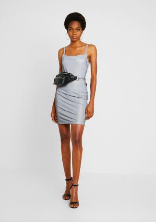 Aansluitende jurk
