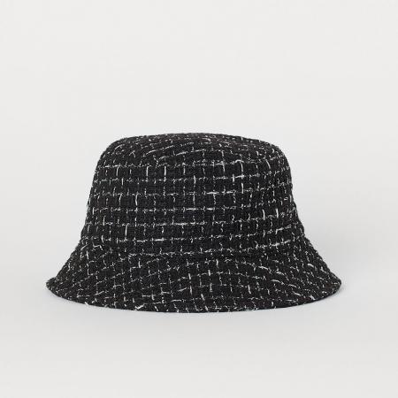 Een bucket hat, but make it Chanel.