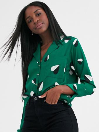 Groene blouse met hartjesprint in zwart-wit