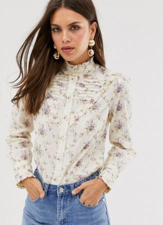 Crèmekleurige blouse met paarse bloemenprint en Victoriaanse kraag