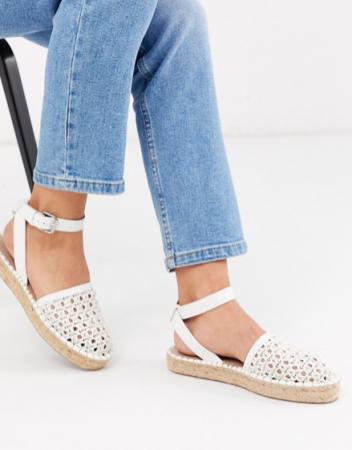 Witte gevlochten sandalen