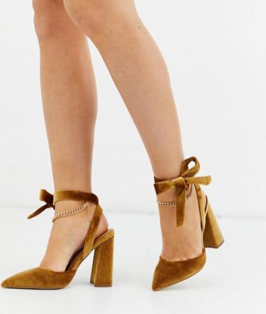 Schoenen met ingebouwde kettinkjes