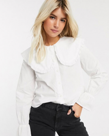 Witte blouse met lange mouwen en kraag met ruches