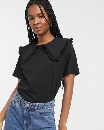 Zwarte blouse met korte mouwen en kraag met ruches