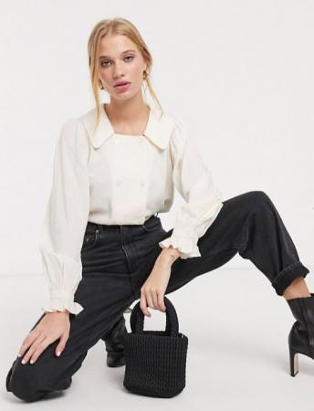 Witte blouse met pofmouwen en dubbele rij knopen