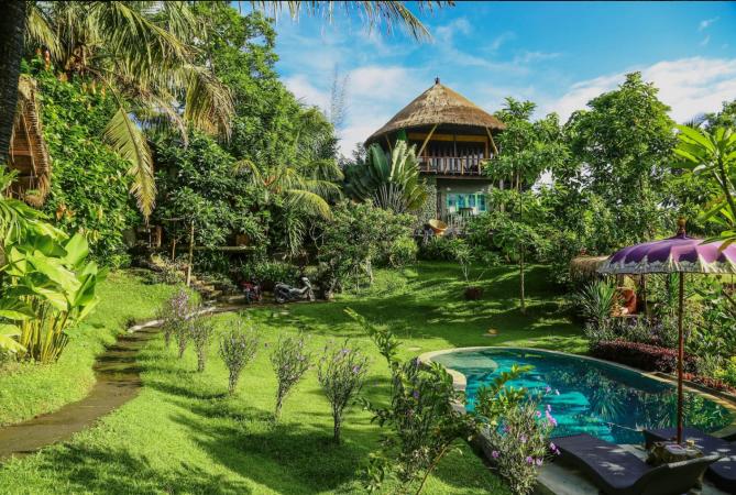 2015 – Une cabane dans les arbres à Bali (Indonésie)