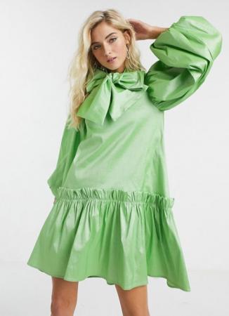 Felgroene mini-jurk met pofmouwen en strikkraag