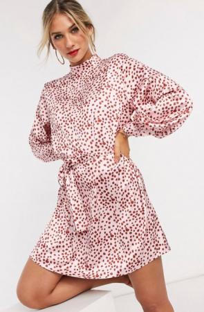 Roze mini-jurk met rode stippen
