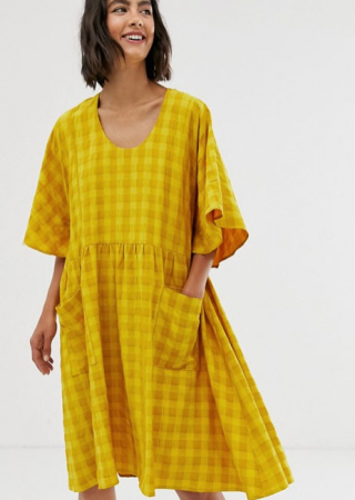 Gele mini-jurk met korte mouwen en ruitjesmotief