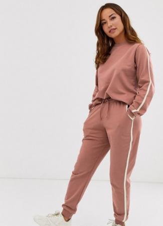 Oudroze joggingbroek + bijpassende trui