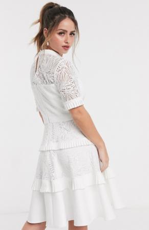 Witte kanten mini-jurk met korte mouwen