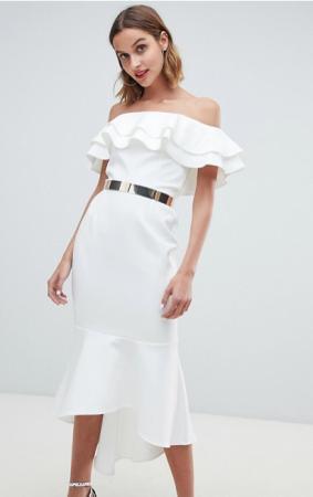 Ivoorkleurige midi-jurk met ruches en asymmetrische zoom