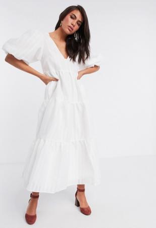Witte midi-jurk met pofmouwen en rugdecolleté