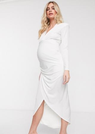 Witte maxi-jurk met lange mouwen en asymmetrische zoom