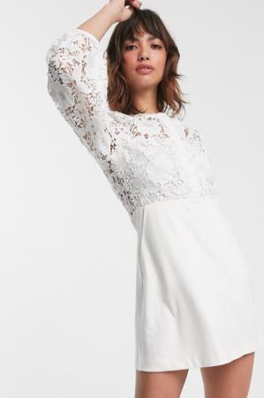 Korte jurk met kanten body en mouwen