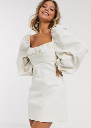 Korte jurk met oversized pofmouwen