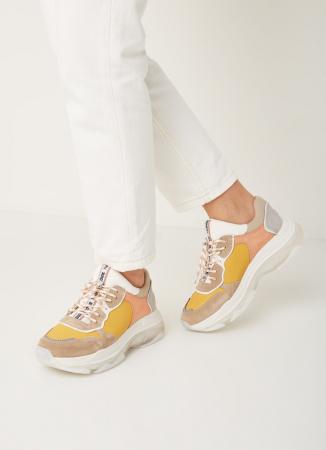 Contrasterende sneakers met suède details