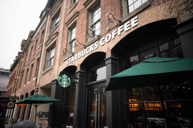 Starbucks a des tables rondes pour une raison