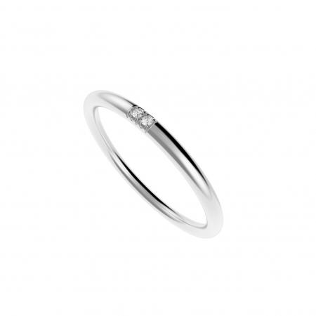 Zilveren ring met twee diamanten