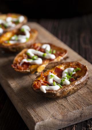 Gevulde aardappels met tomaat, spinazie en champignons
