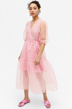 Roze jurk met pofmouwen