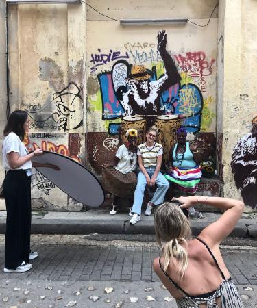 Toen we nog zorgeloos fotoshoots planden… Flairs modeteam dook begin maart de straten van Havana in voor een shoot met oldskool styling en een flinke scheut couleur locale.