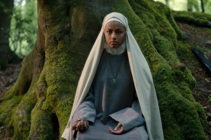 Shalom Brune-Franklin als zuster Igraine
