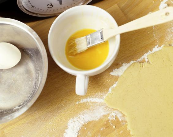 Badigeonnez vos pâtisseries de jaune d'œuf