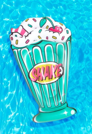 Pool float in de vorm van een retro milkshake