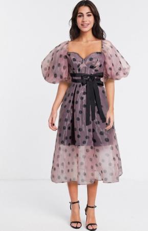 Roze jurk in organza met polkadots en pofmouwen