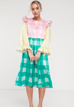 Pastelkleurige midi-jurk met ruches en ruitjesmotief