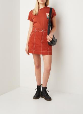 Rode spijkerrok met contraststiksel